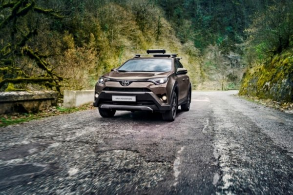 Продажи Toyota RAV4 Adventure стартовали в России
