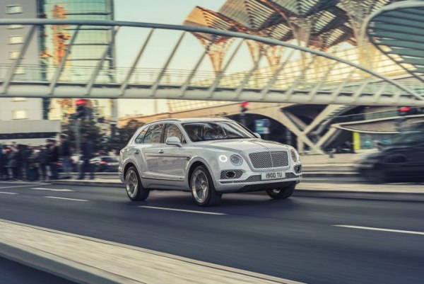 Гибридный Bentley Bentayga прибыл в Женеву