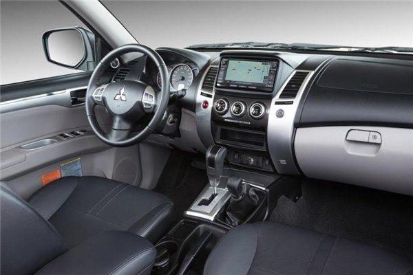 Салон внедорожника Mitsubishi Pajero Sport